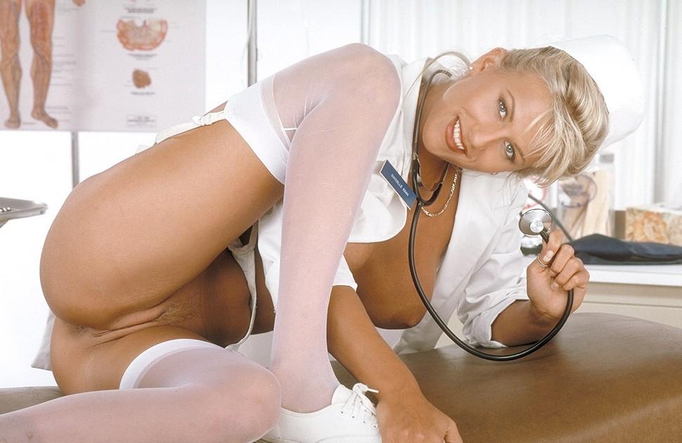 Смотреть онлайн порно скрытка в поликлинике фото 767-659